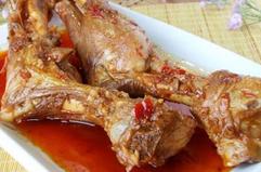 鱼肉滑嫩味道鲜美的羊骨鱼片火锅【火锅优发娱乐官网网站供应】