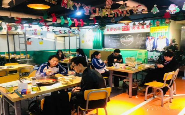 来重庆必打卡的创意火锅店